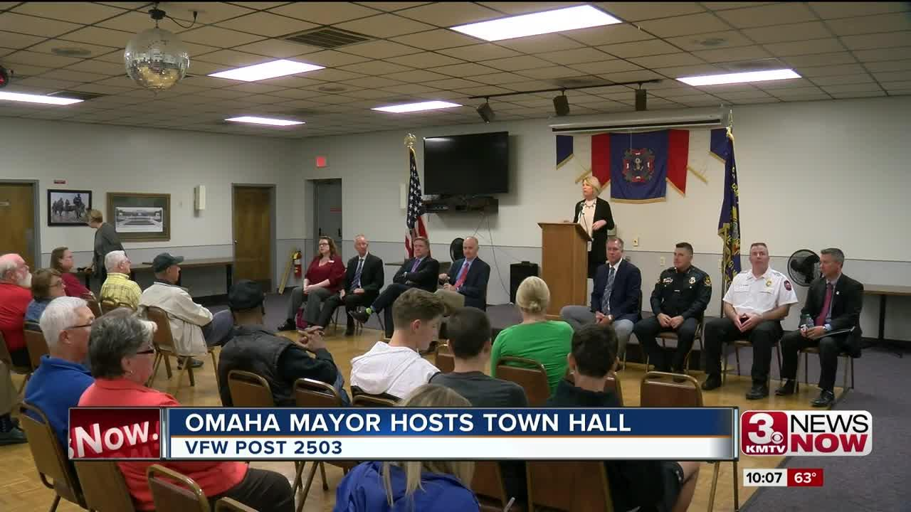 Mayor Stothert hosts town hall meeting