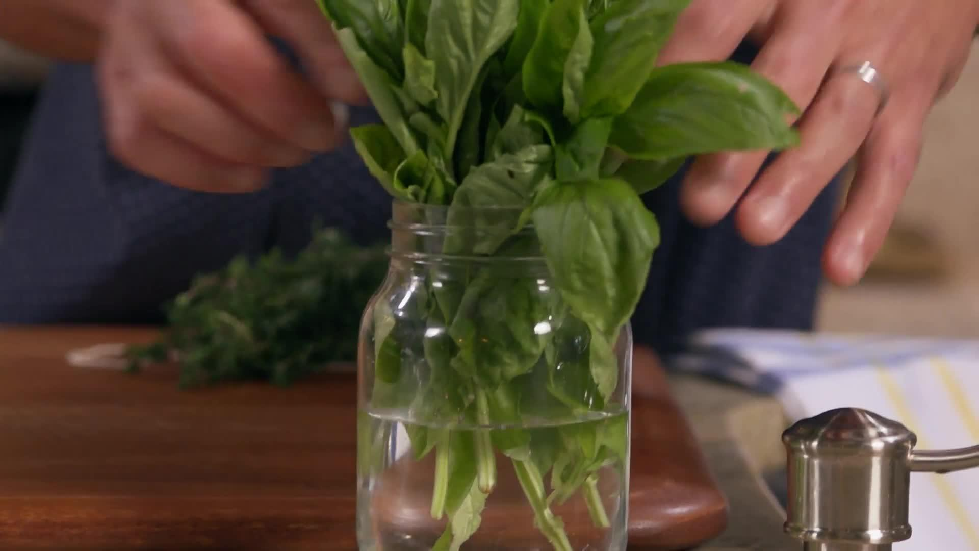 How to Make Herbs Last Longer thumbnail
