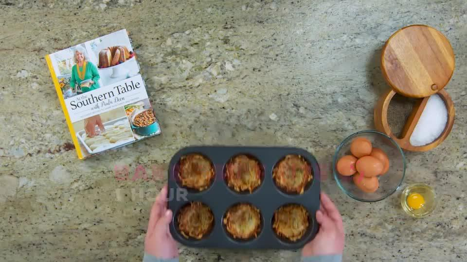 Baked Eggs in Hashbrown Cups thumbnail
