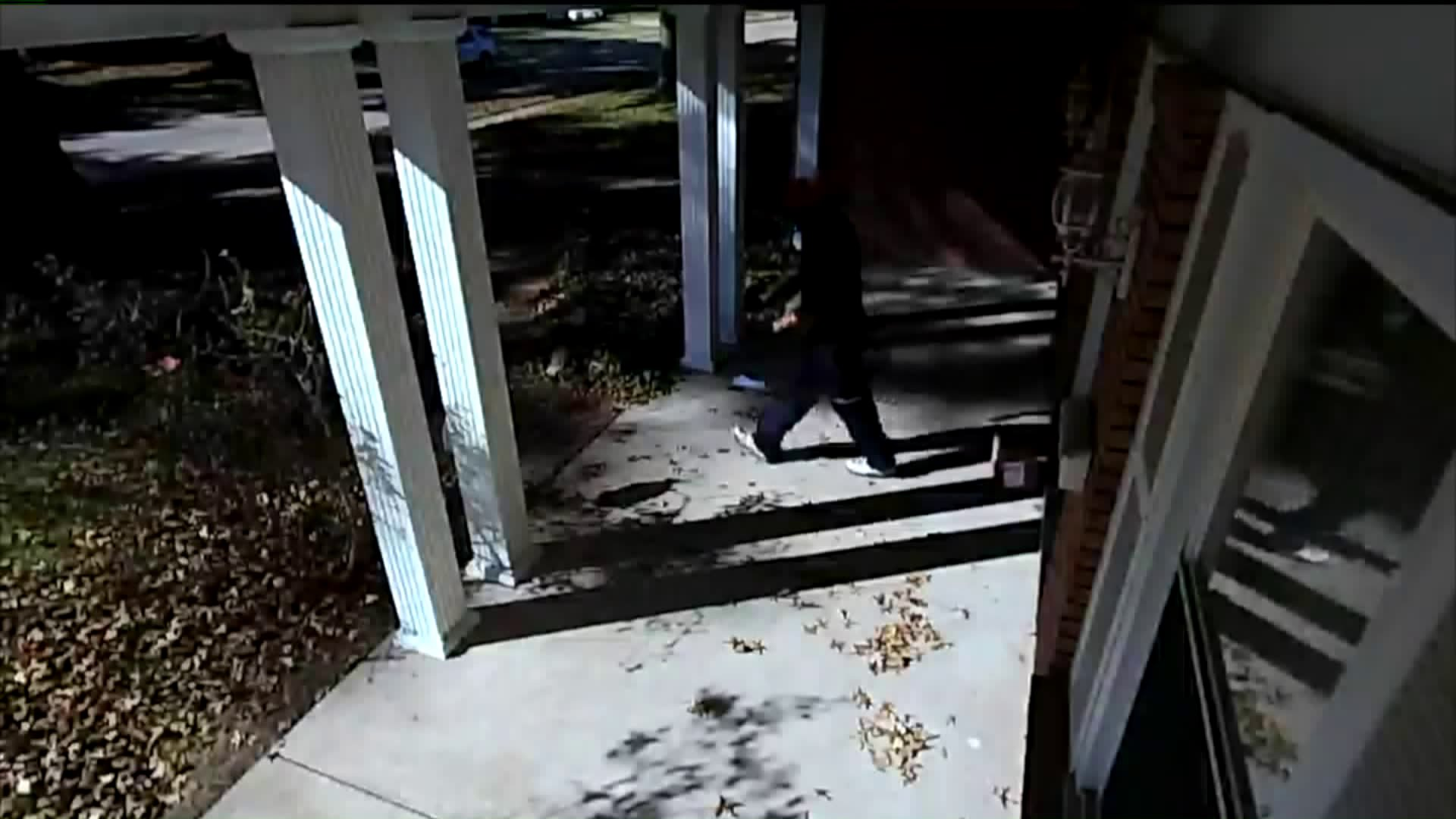 Homeowner Catches Delivery Driver Mishandling Fragile Package on Camera
