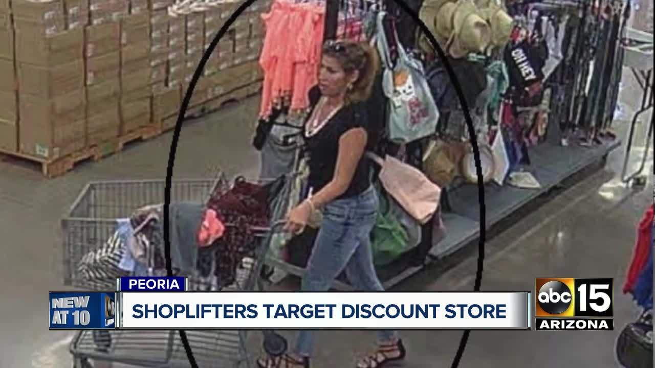 Shoplifters strike at Final Clearance store in Peoria