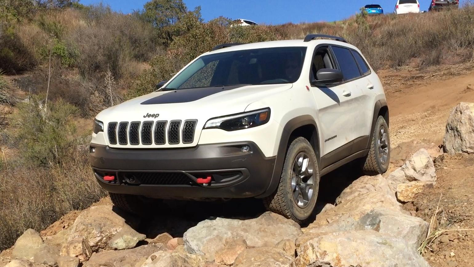 Compare 2019 Jeep Cherokee turbo 2 0L with high-horsepower small