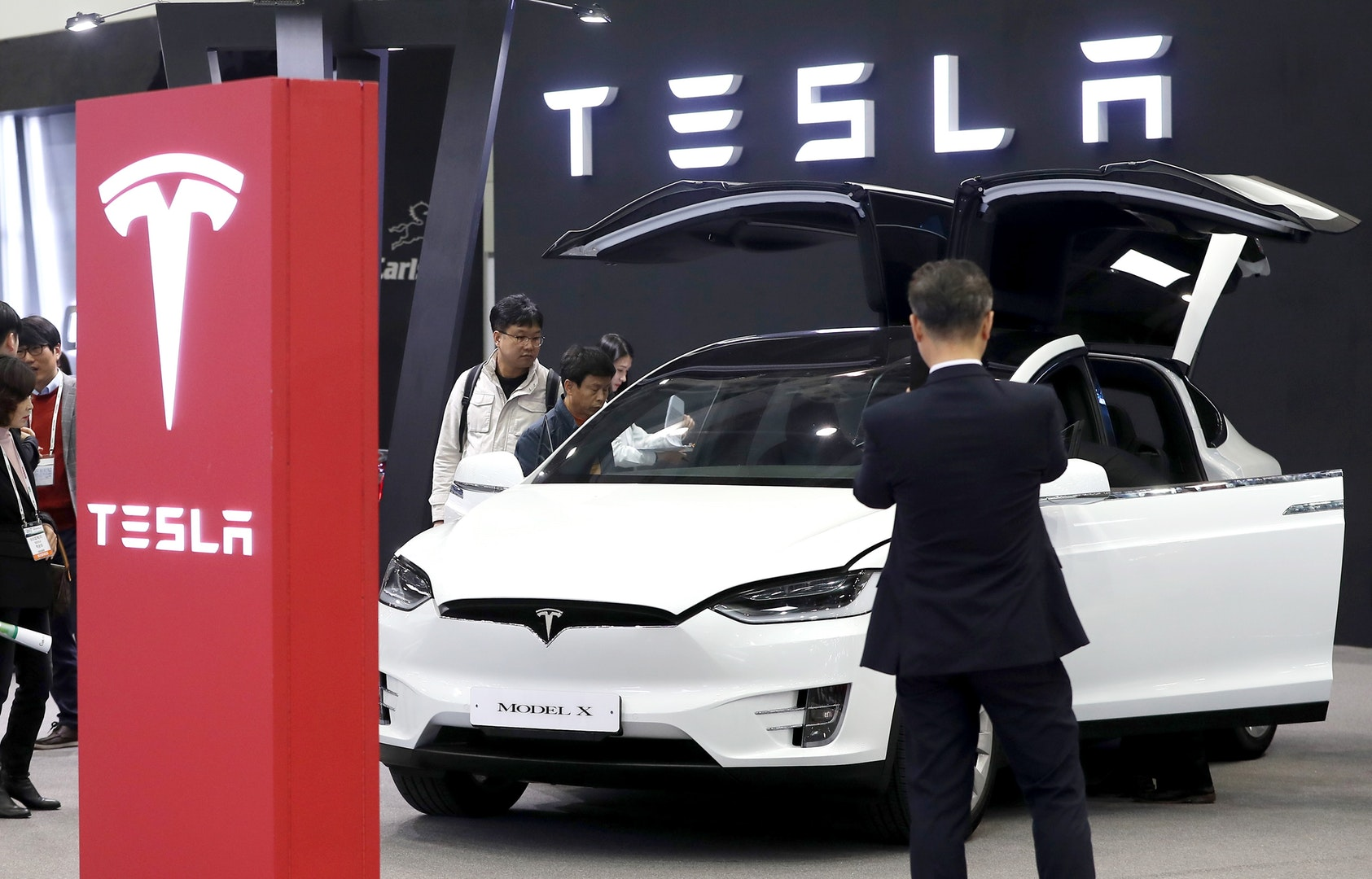 Tesla shares stumble on price cut, disappointing Model 3 deliveries