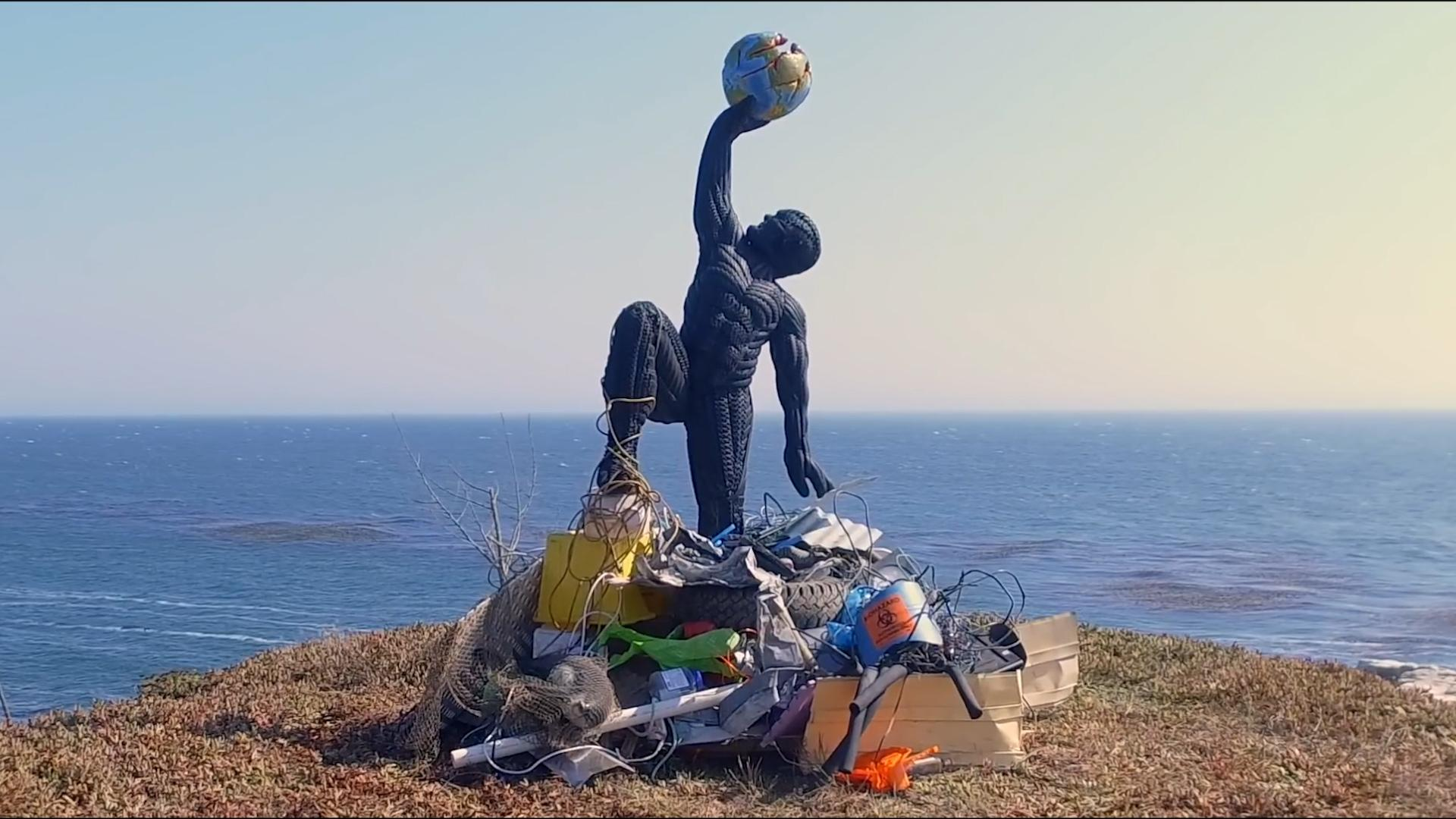 This pro baseball player makes sculptures out of recycled tires