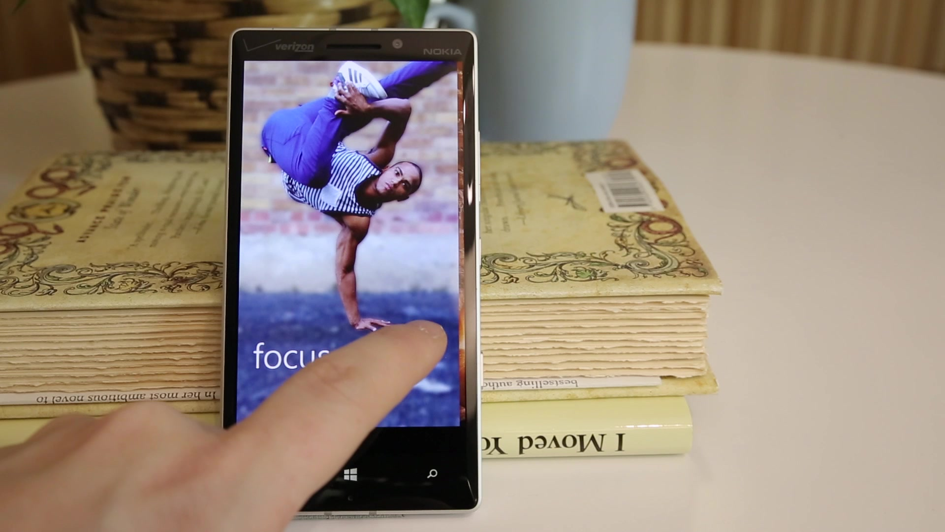 Nokia Lumia Icon | Fly or Die