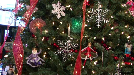 Tips to help your christmas tree last longer aol uk living - Make christmas tree last longer ...