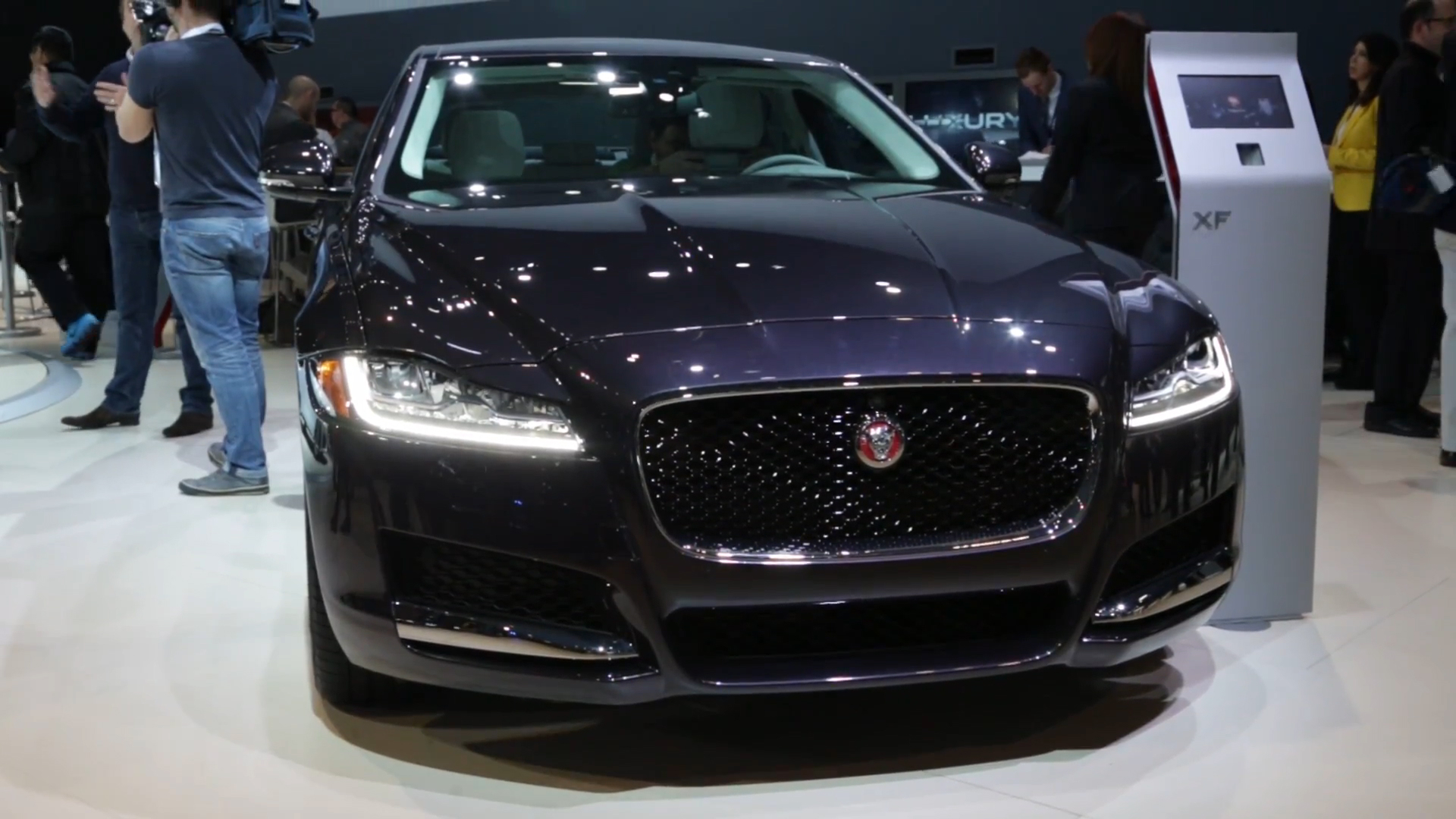 jaguar gives us our best look yet at the xf sportbrake wagon autoblog. Black Bedroom Furniture Sets. Home Design Ideas
