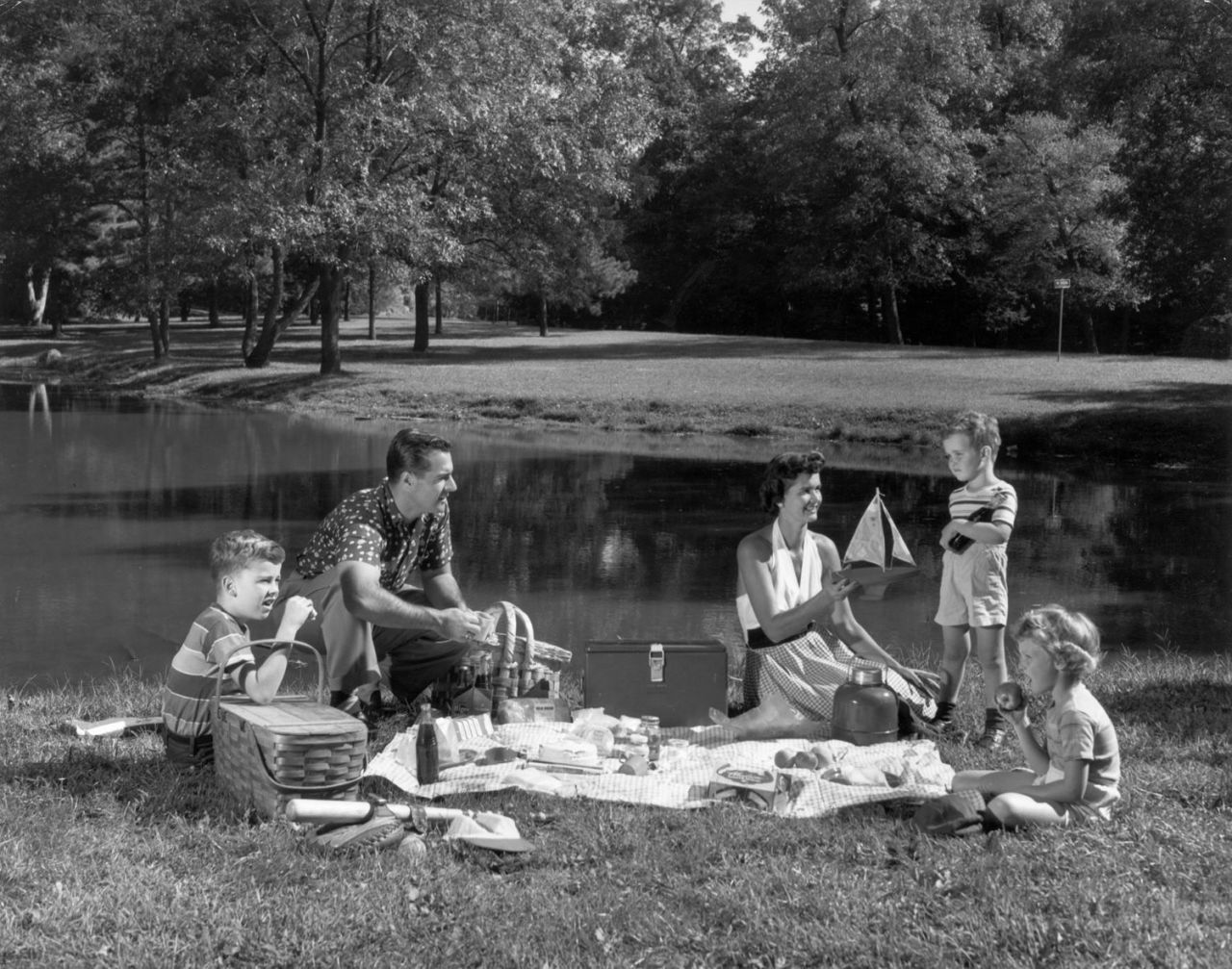 12 Vintage Photos That Will Make You Want to Revive the Lost Art of Summer