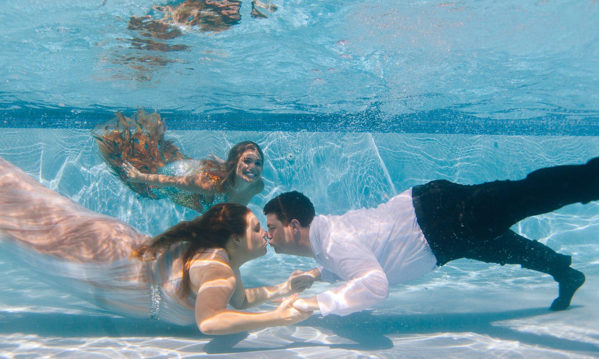 Epic Underwater Wedding Photobomb