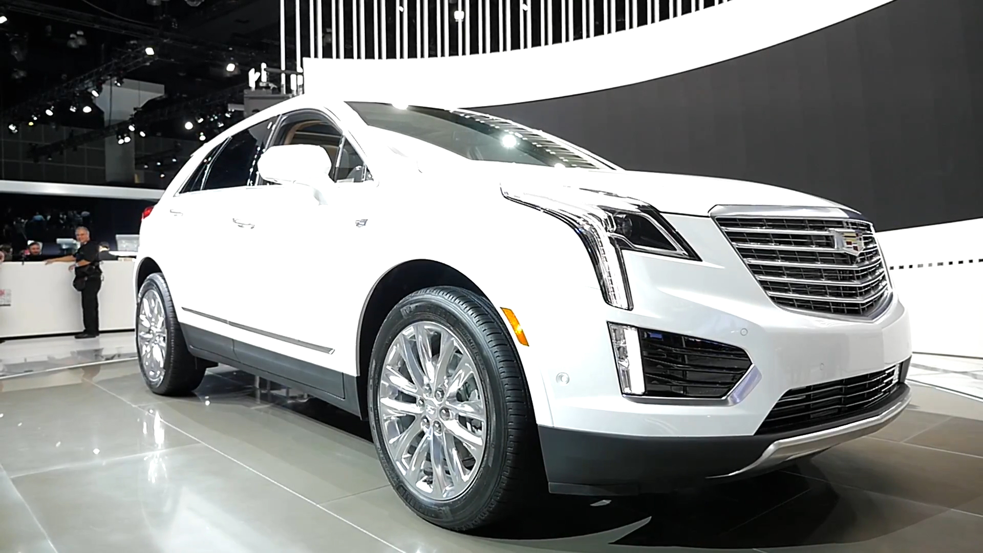 cadillac xt4 compact luxury crossover suv caught again with less camouflage and production. Black Bedroom Furniture Sets. Home Design Ideas
