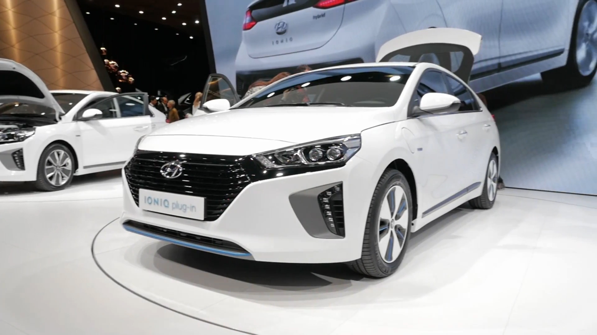 The 2017 Hyundai Ioniq Fuel Economy Numbers Are Official And Impressive