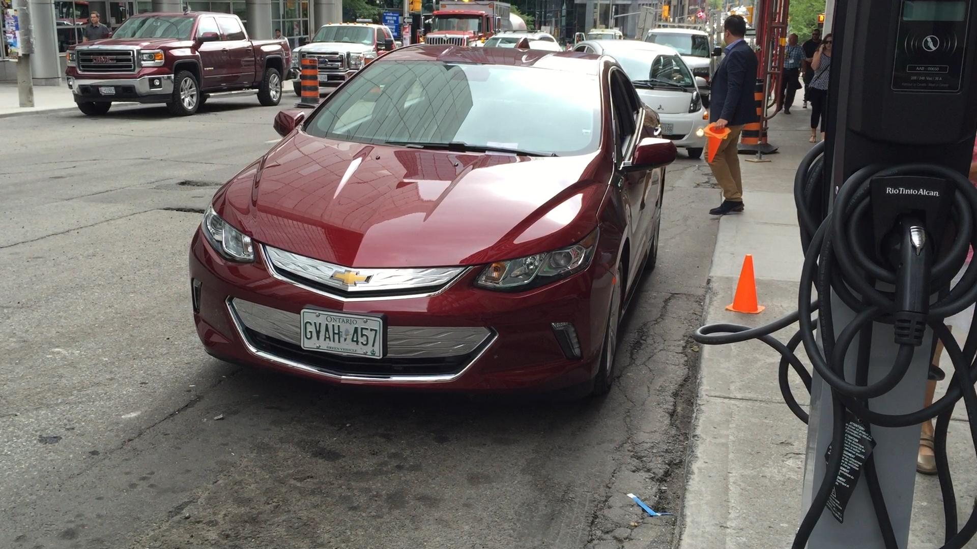 chevy volt essay The chevrolet volt is a plug-in hybrid car manufactured by general motors, also marketed in rebadged variants as the buick velite 5 in china.