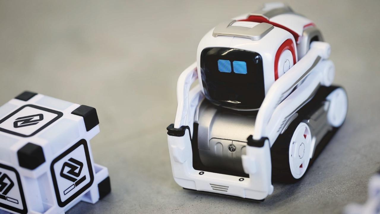 Cozmo breathes life into robotic toys