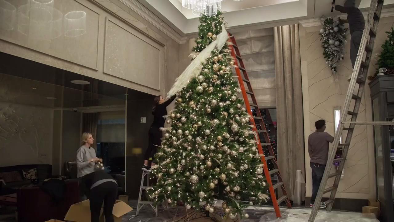 NYC Christmas Tree Design By Nate Berkus Associates