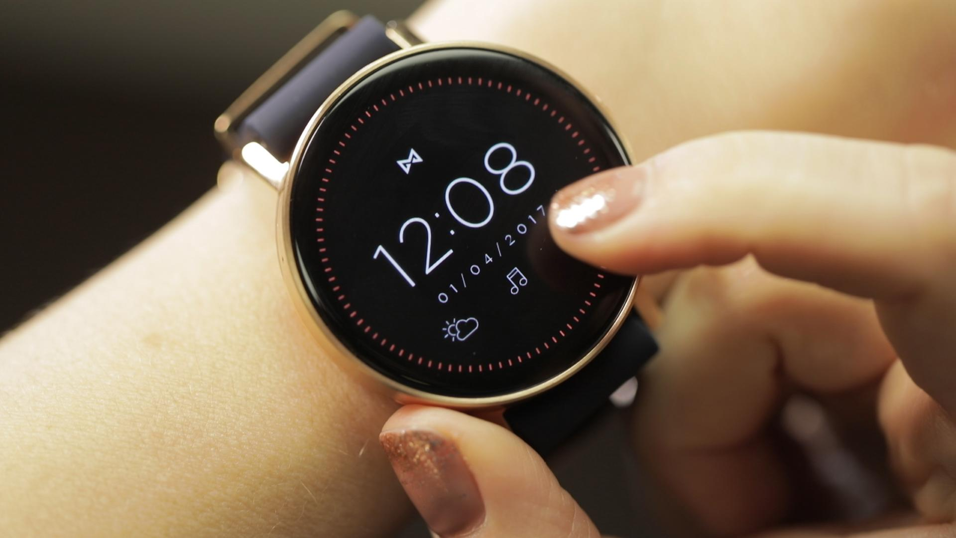 Misfit goes full-on smartwatch with the Vapor