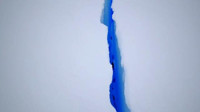 Risultati immagini per Crack in the Brunt ice shelf