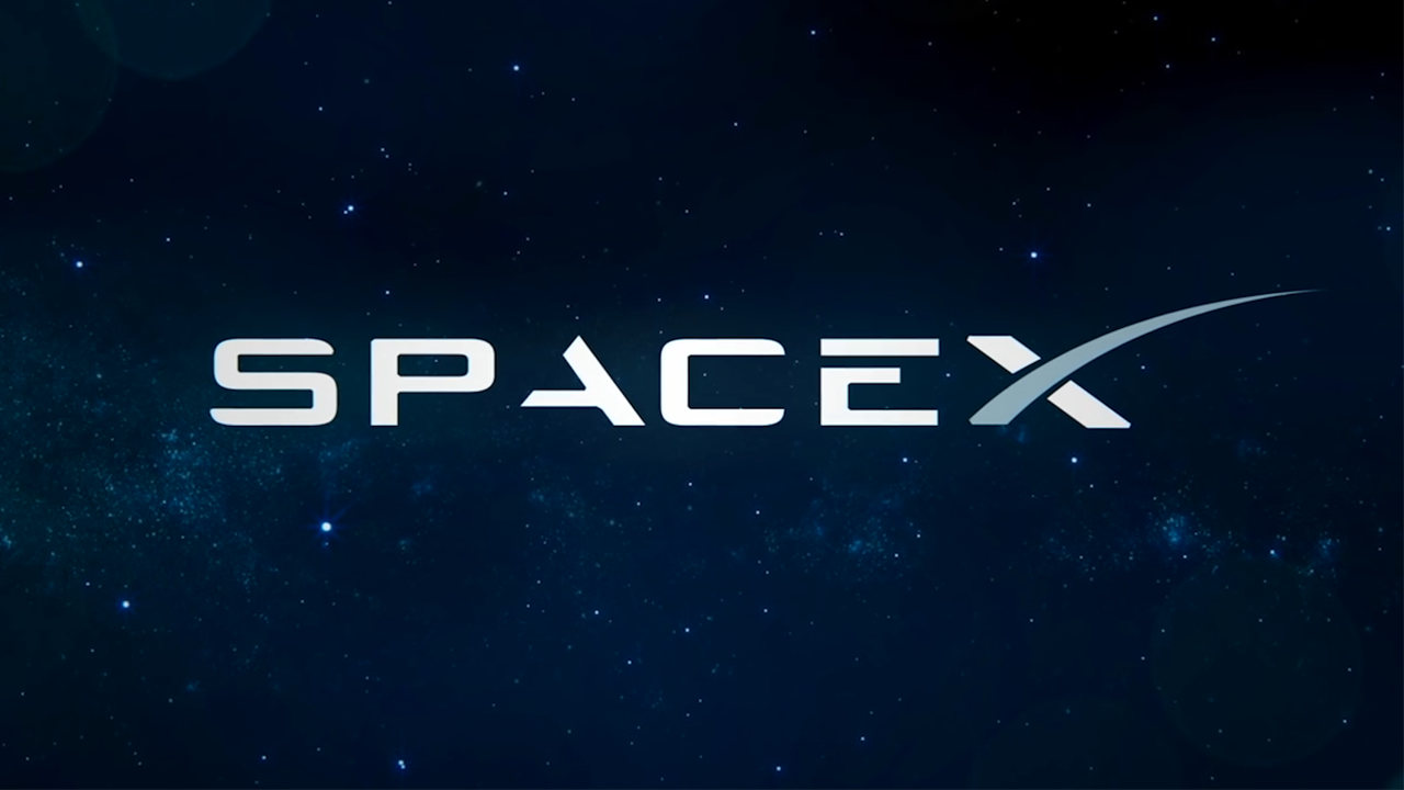 SpaceX announces manned moon mission