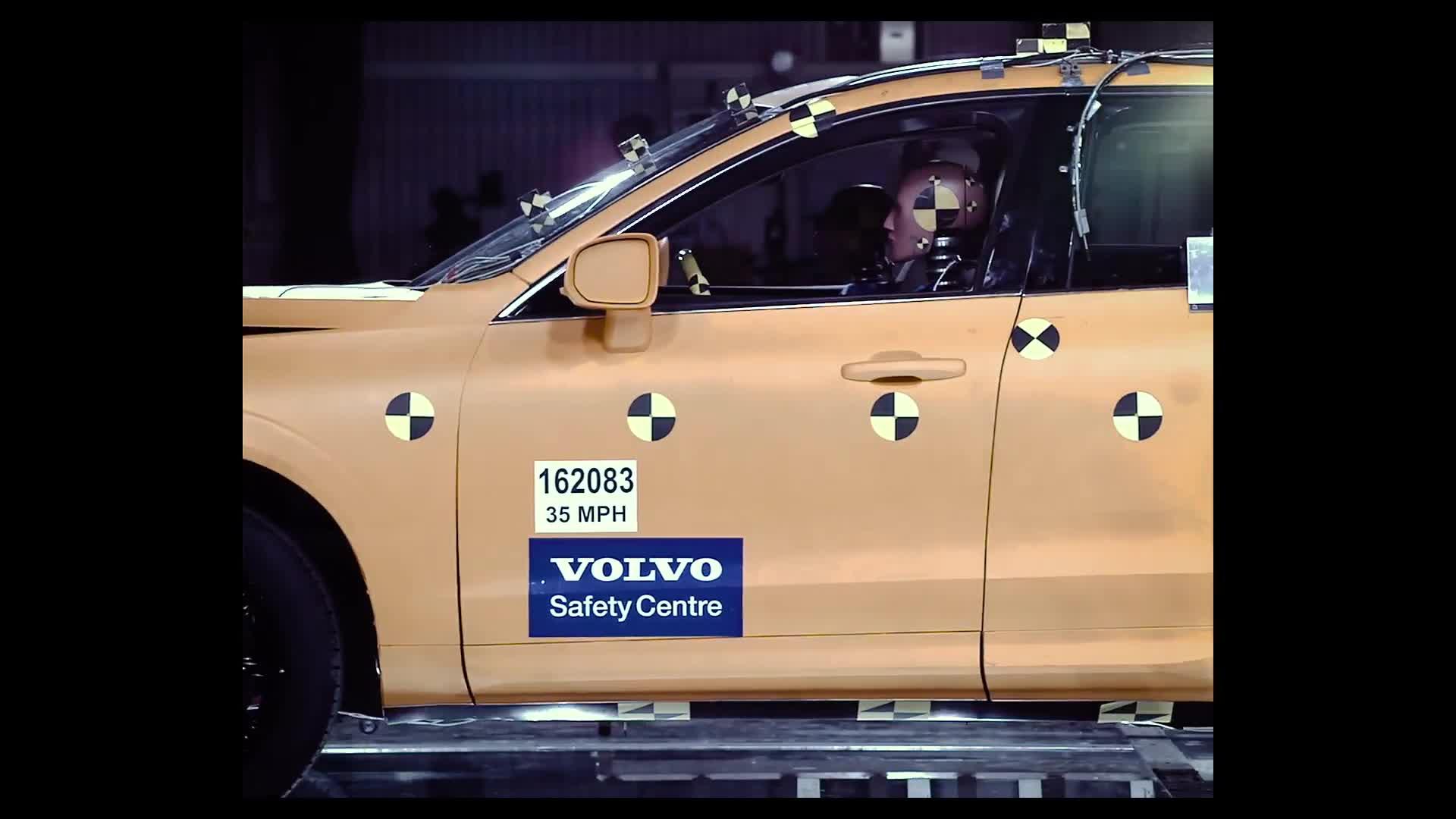 Watch Volvo put its 2018 XC60 through rigorous crash tests ...