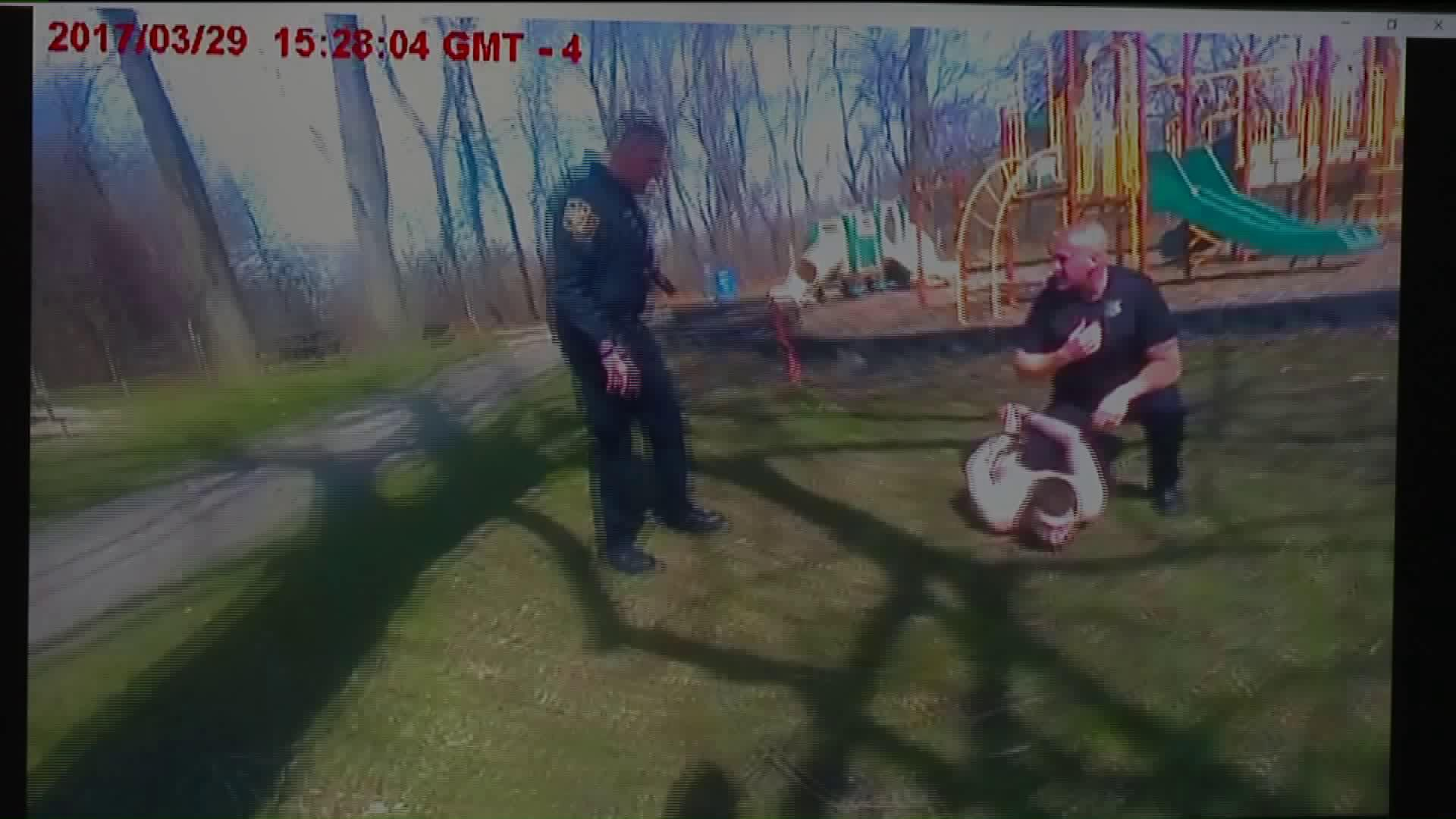 Police arrest naked man on swings at Ohio park - AOL News