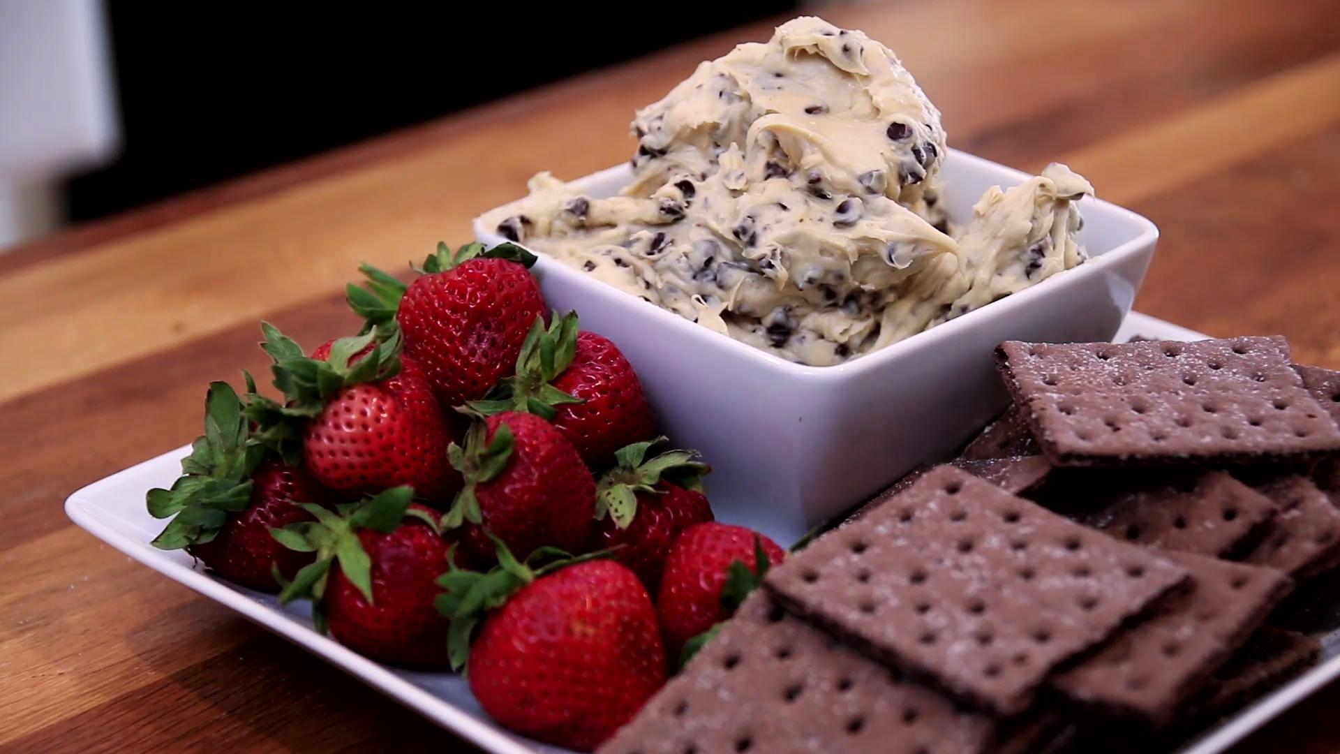 This Cookie Dough Dip is Insanely Delicious