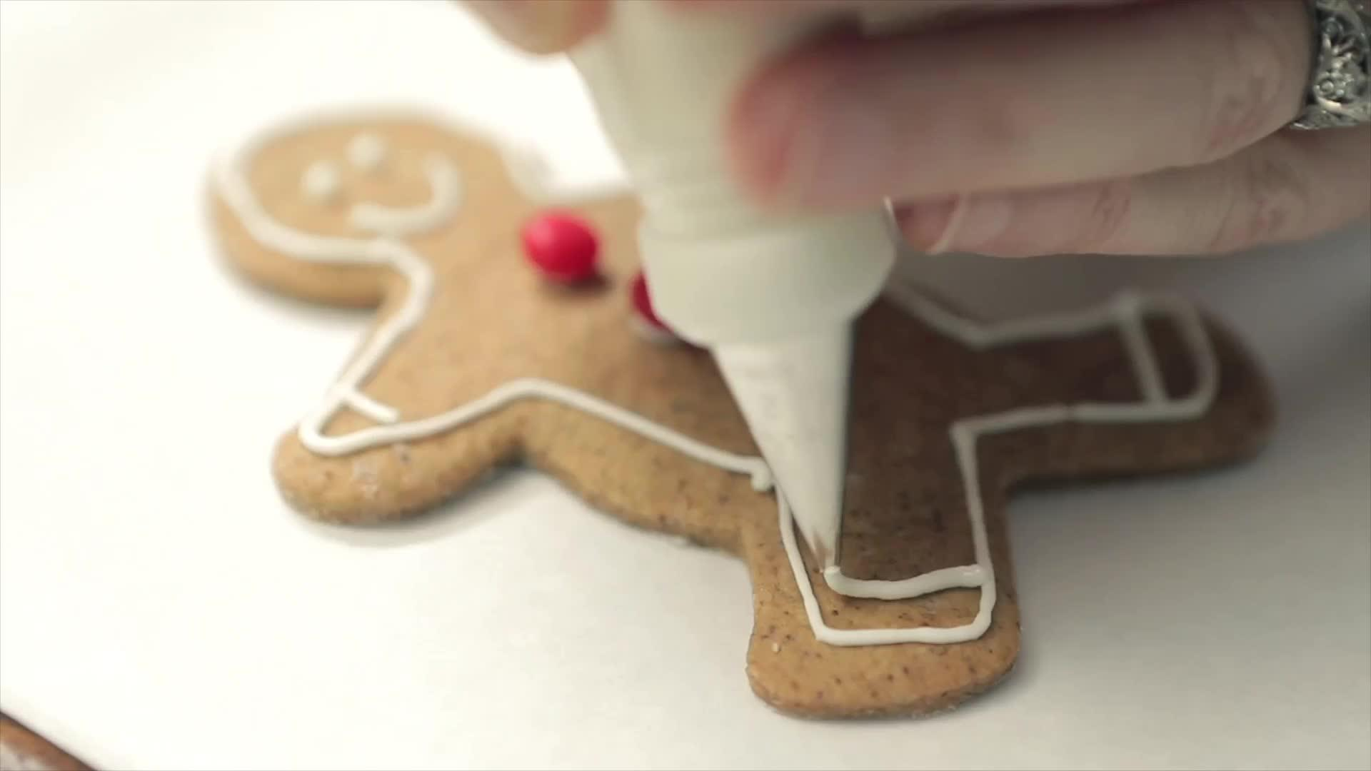 Decorating Christmas Cookies thumbnail