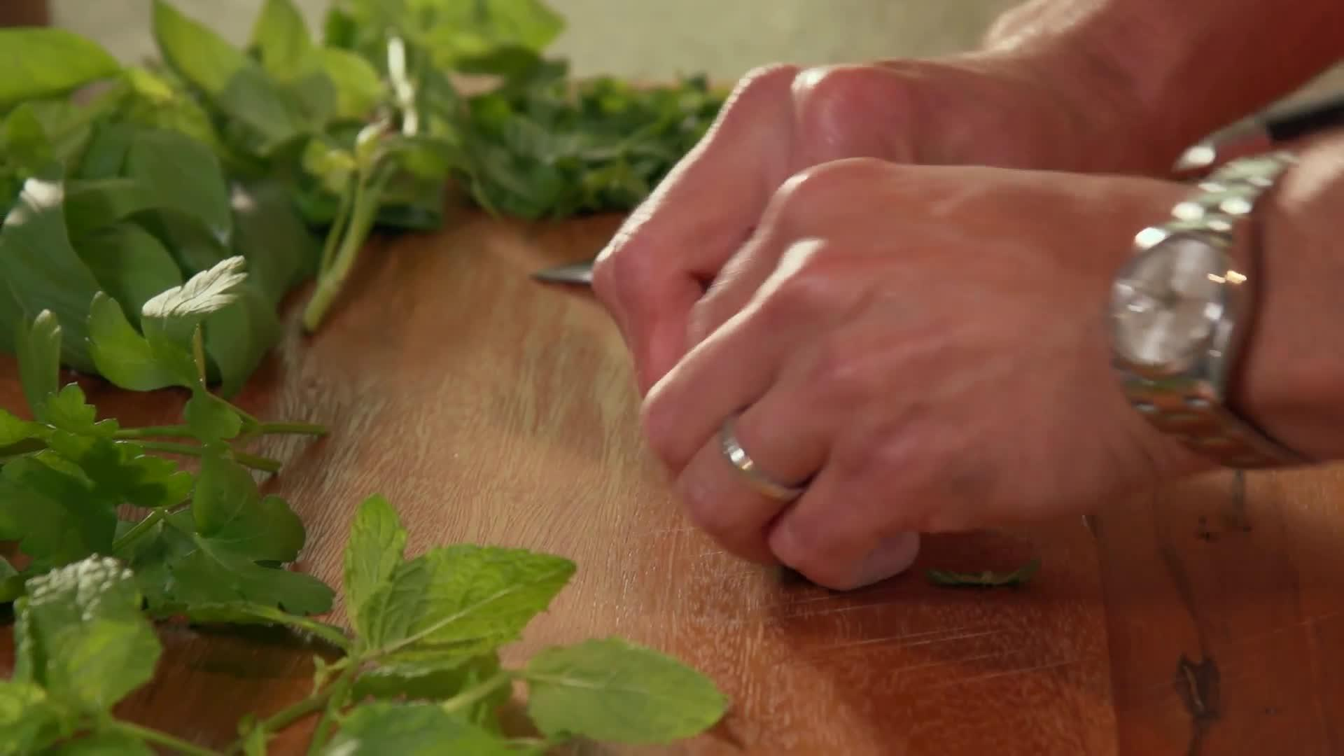 Best Way to Prep Herbs thumbnail