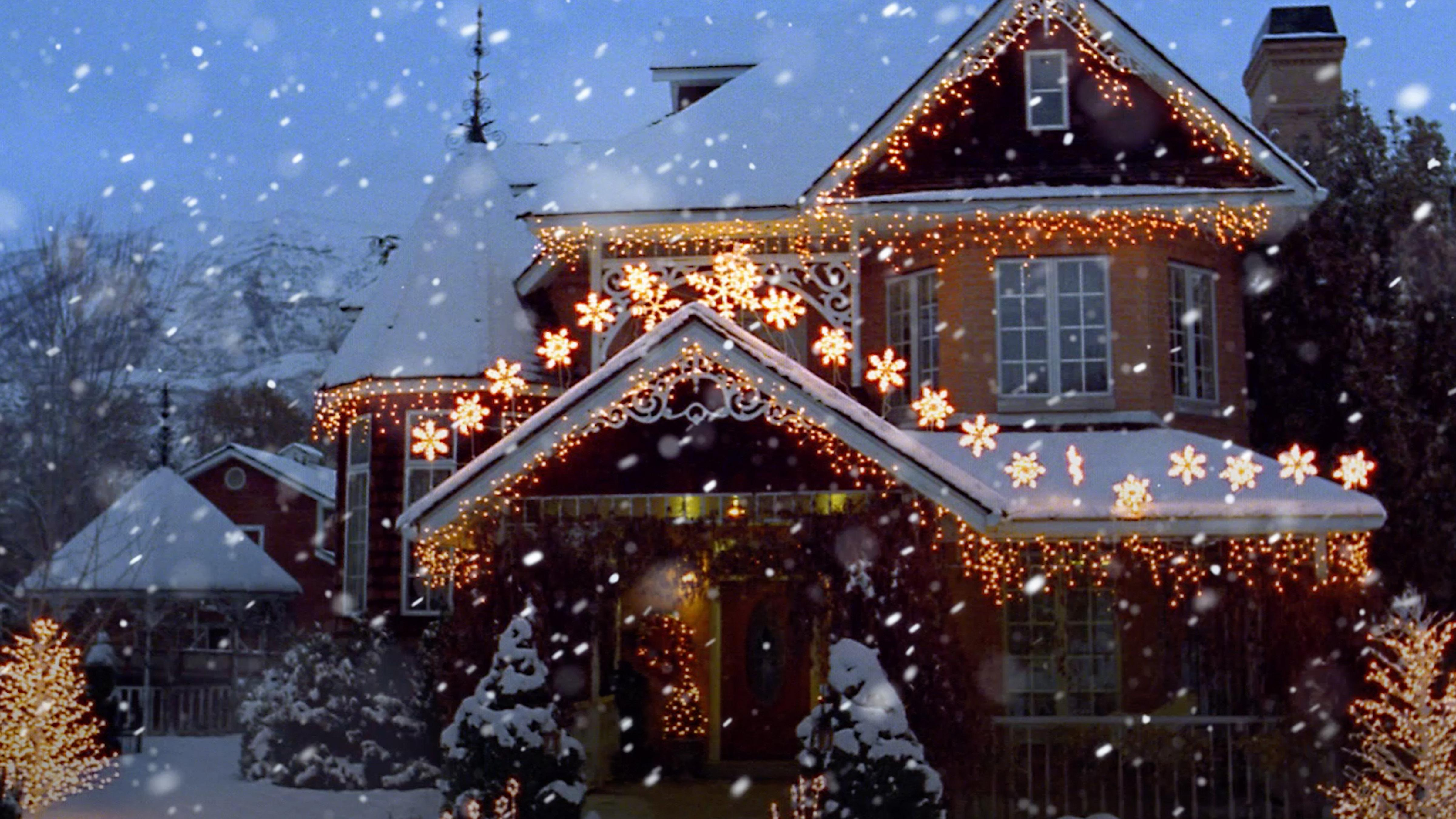 Putting Your Holiday Decorations Up Early Could Make You Happier