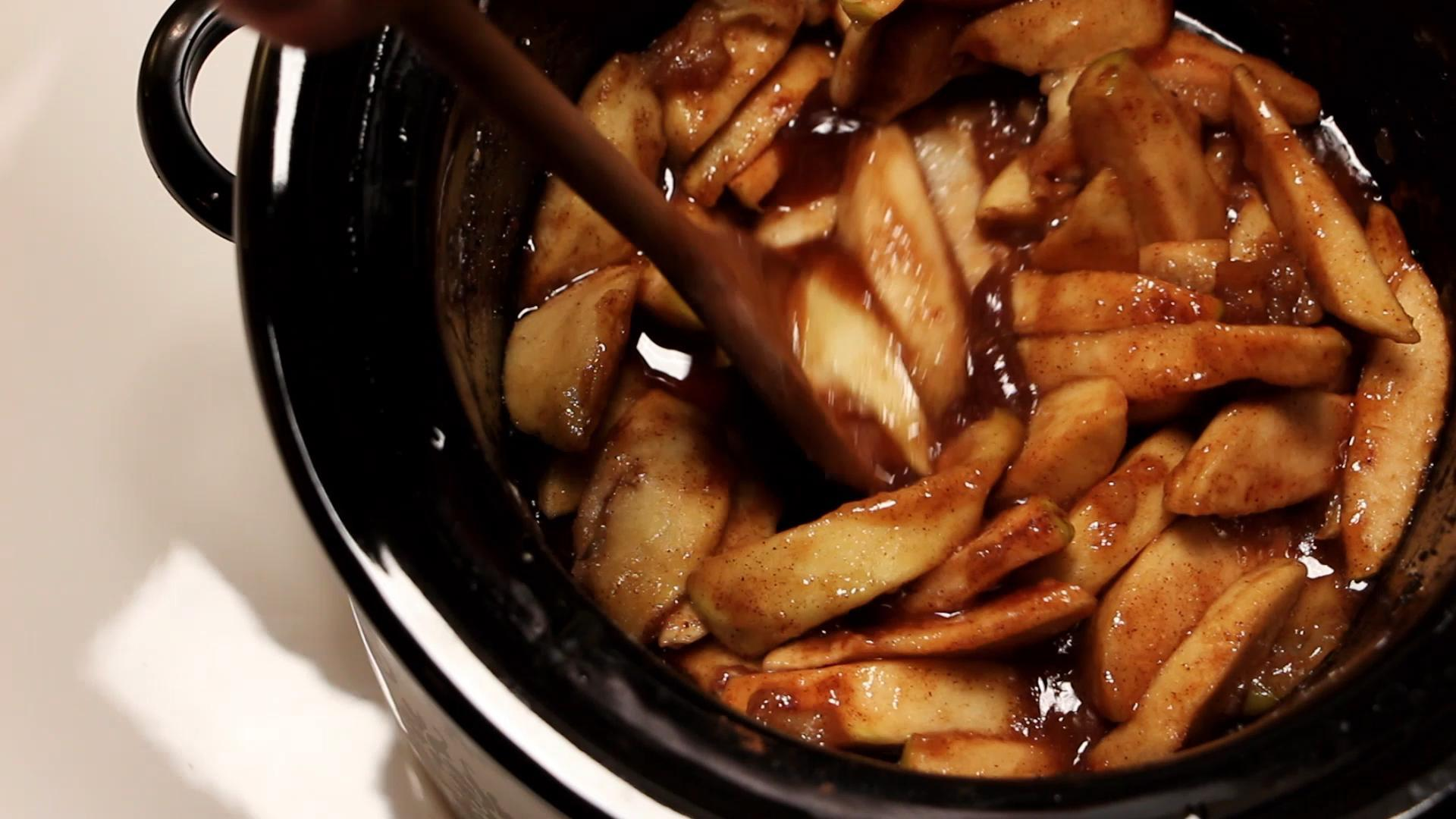 How to Make Slow Cooker Spiced Apples