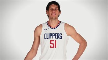 Boban Marjanovic makes the easiest dunk in history
