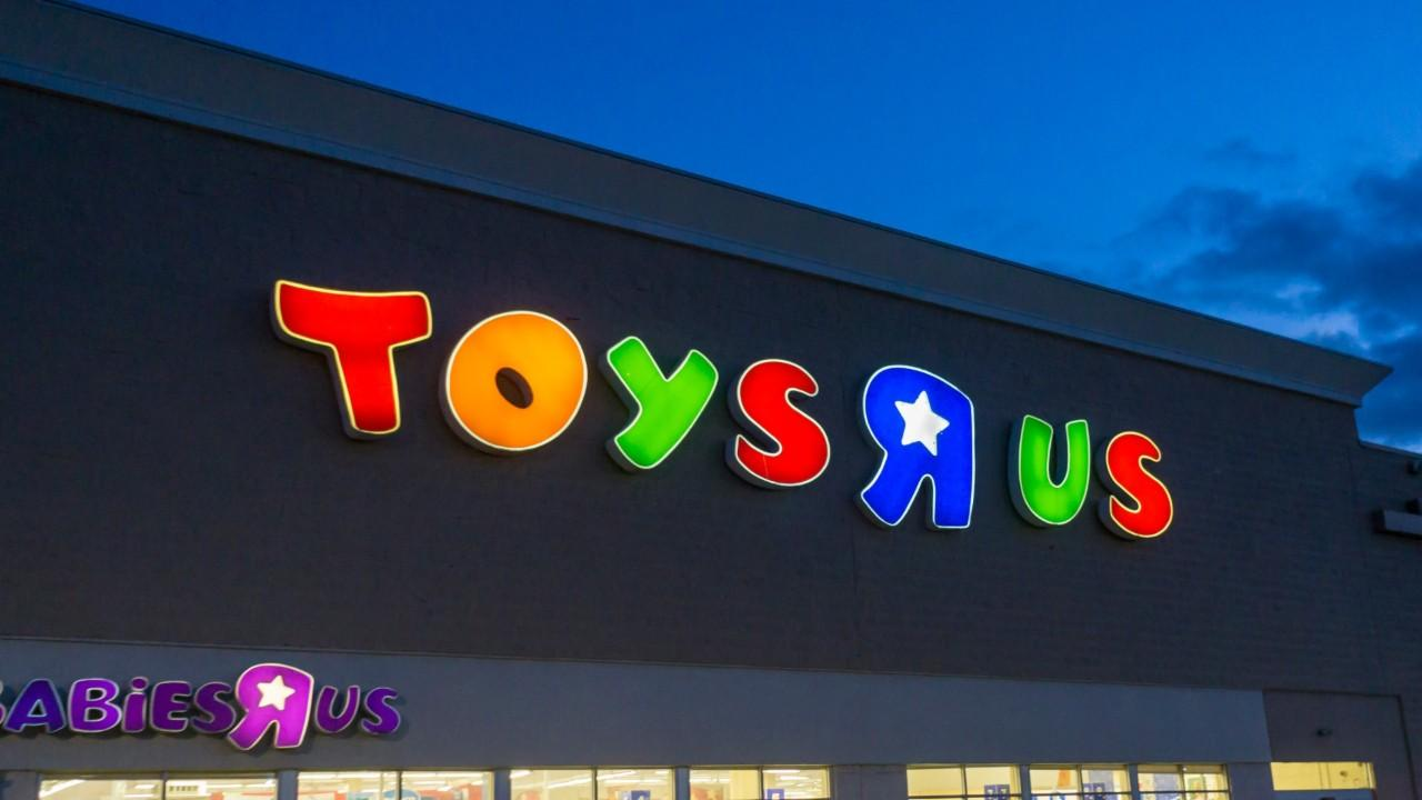 Toys r us shutting down all us stores video nasdaq buycottarizona Images