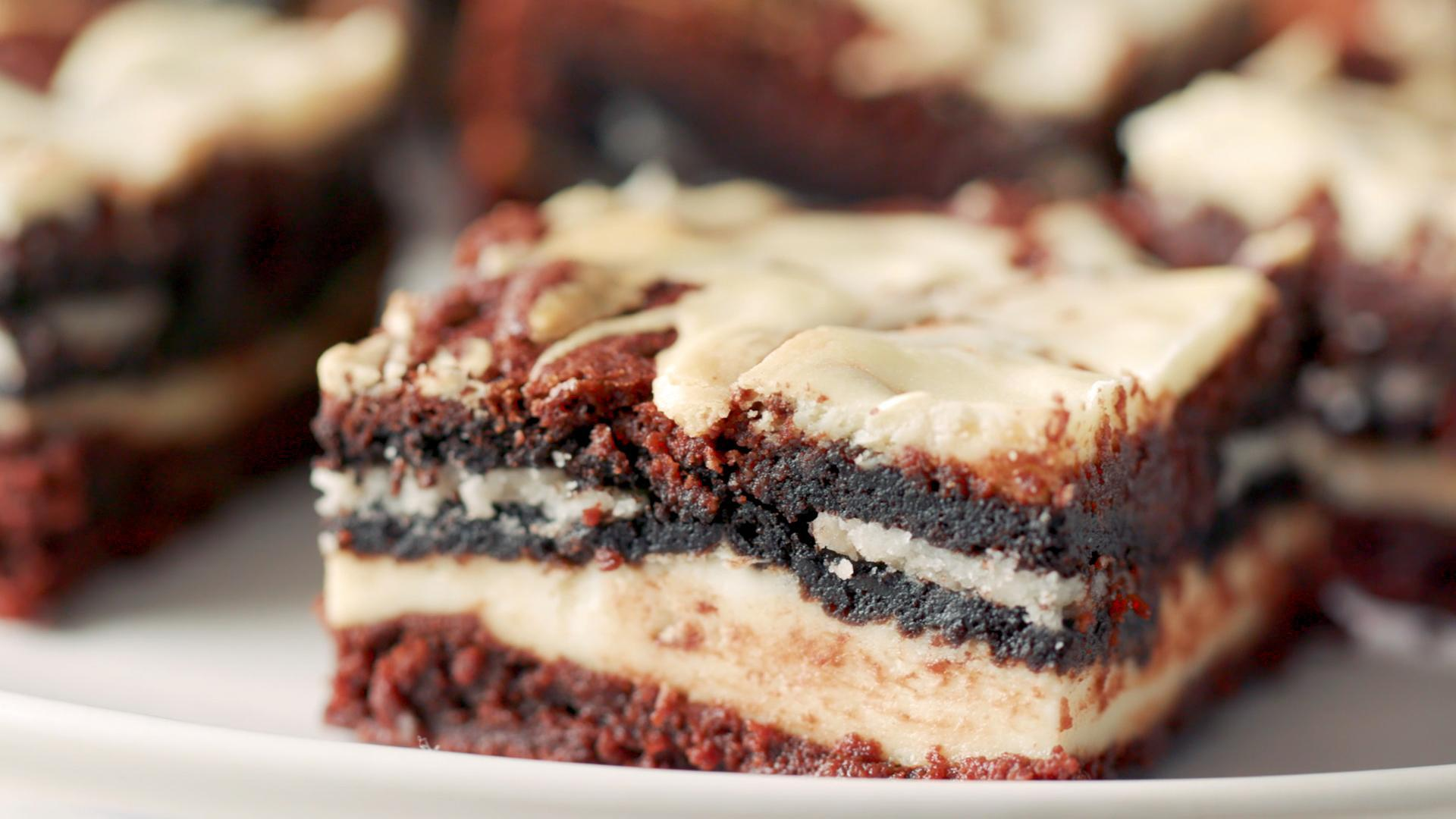 How to Make Cookies and Cream Cheesecake Brownies