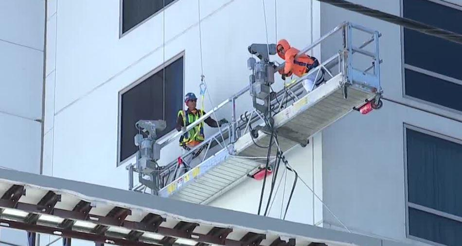 Window washers at Palms hotel-casino rescued