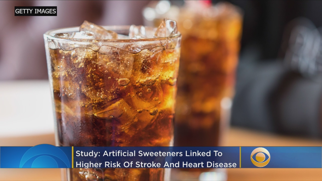 People who drink diet soda may be at a higher risk for heart disease, stroke and early death