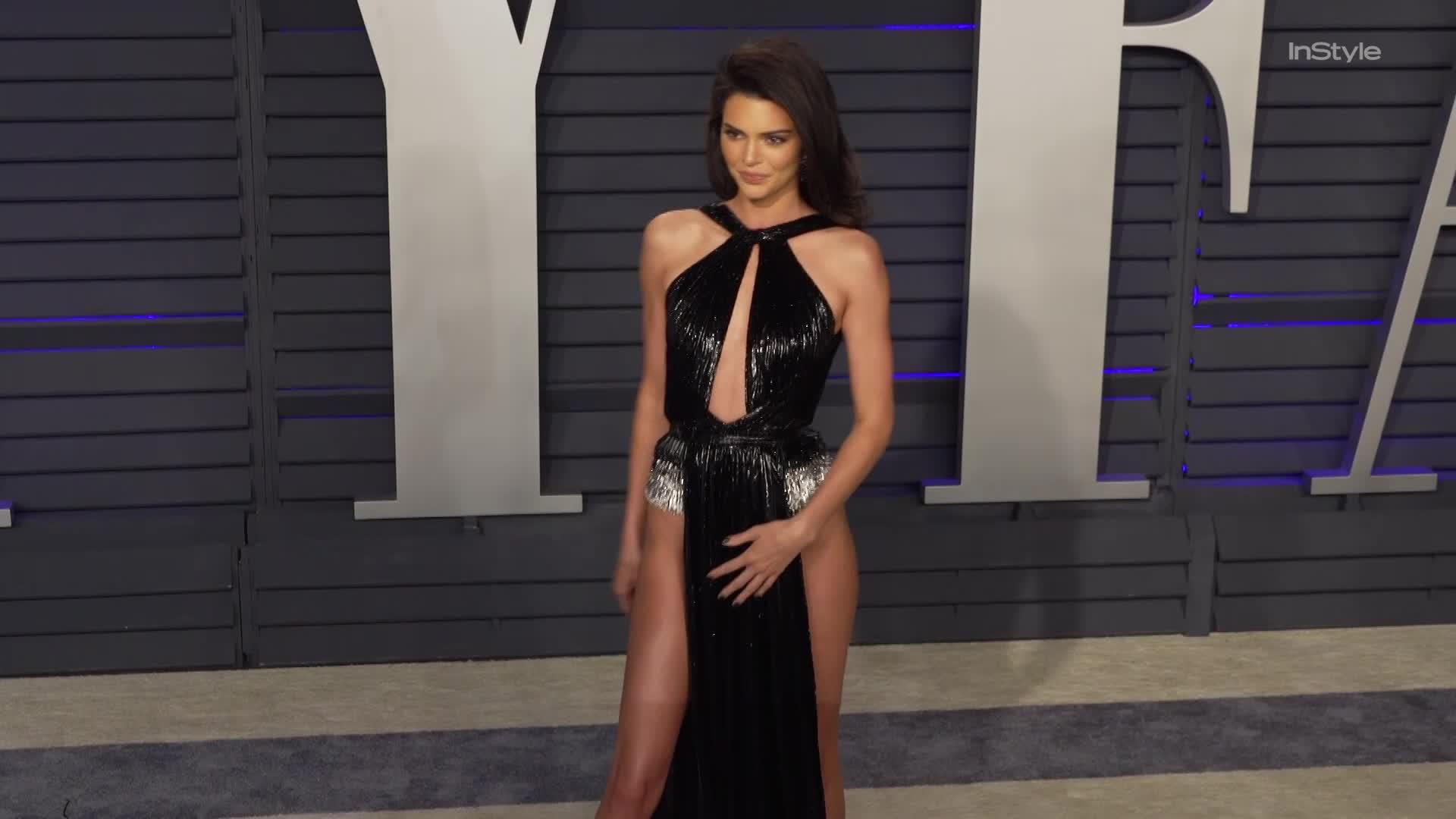 4ae7ee67563b Right Now  Kendall Jenner Nearly Flashed Everyone in Her Oscars After-Party  Dress