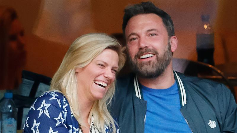'SNL' producer Lindsay Shookus reportedly cozying up to Jon Hamm after split from Ben Affleck