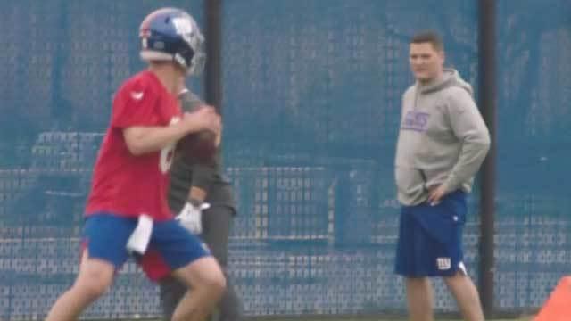 Photo of Eli Manning and Daniel Jones sets the internet ablaze
