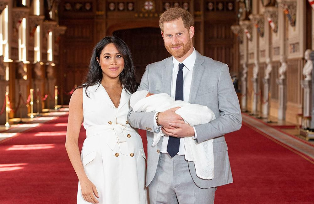 Meghan Markle Wore White At The Royal Baby Photo Op, And Moms Can't Believe it