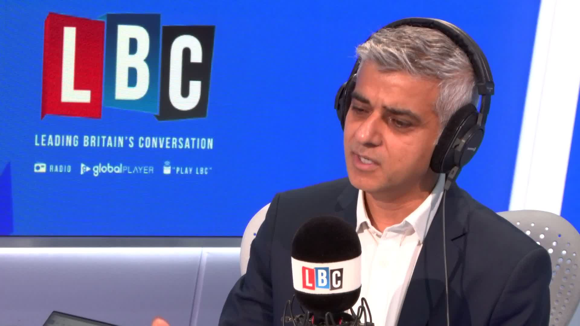 Sadiq Khan Says Trump Is Not Worthy Of A State Banquet With The Queen