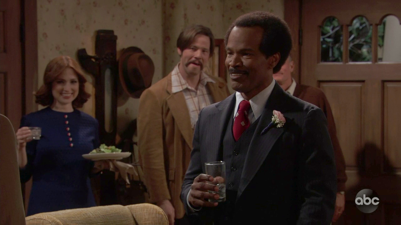 Jamie Foxx Flubs Line On Live Sitcom And Delightfully Goes Rogue
