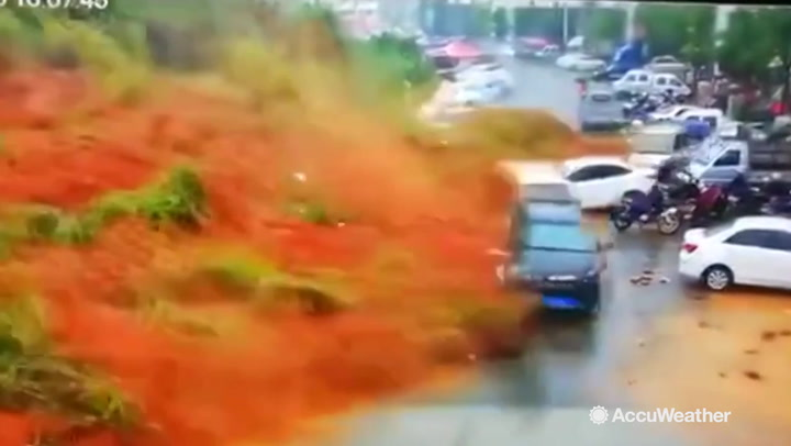 Weird News - Powerful Landslide in Eastern China Caught on Camera