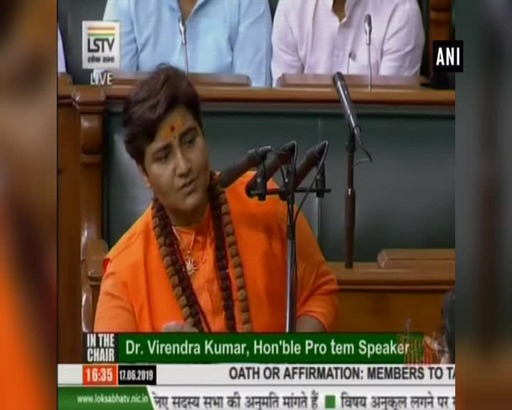 Pragya Thakur Added A 5-Name Suffix To Her Name During Oath-Taking, Drawing Opposition Ire