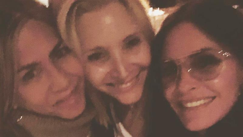 Courteney Cox celebrates 4th of July with Jennifer Aniston and more