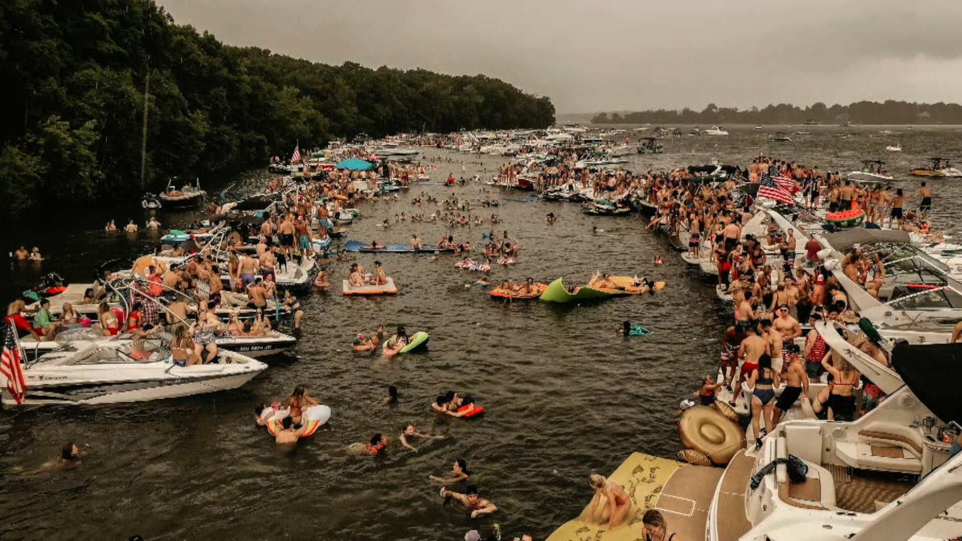 More Than 100 Boaters Sickened After Fourth Of July Event At Minnesota Lake