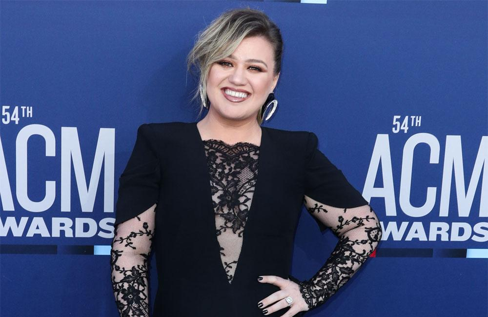 Kelly Clarkson Knows What Taylor Swift Should Do About Her Scooter Braun Problem