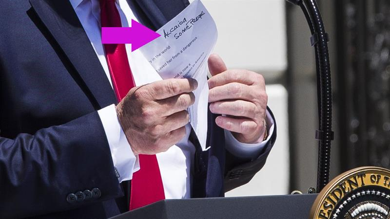 'Really Good Speller' Trump's Handwritten Note Shows Embarrassing Mistakes