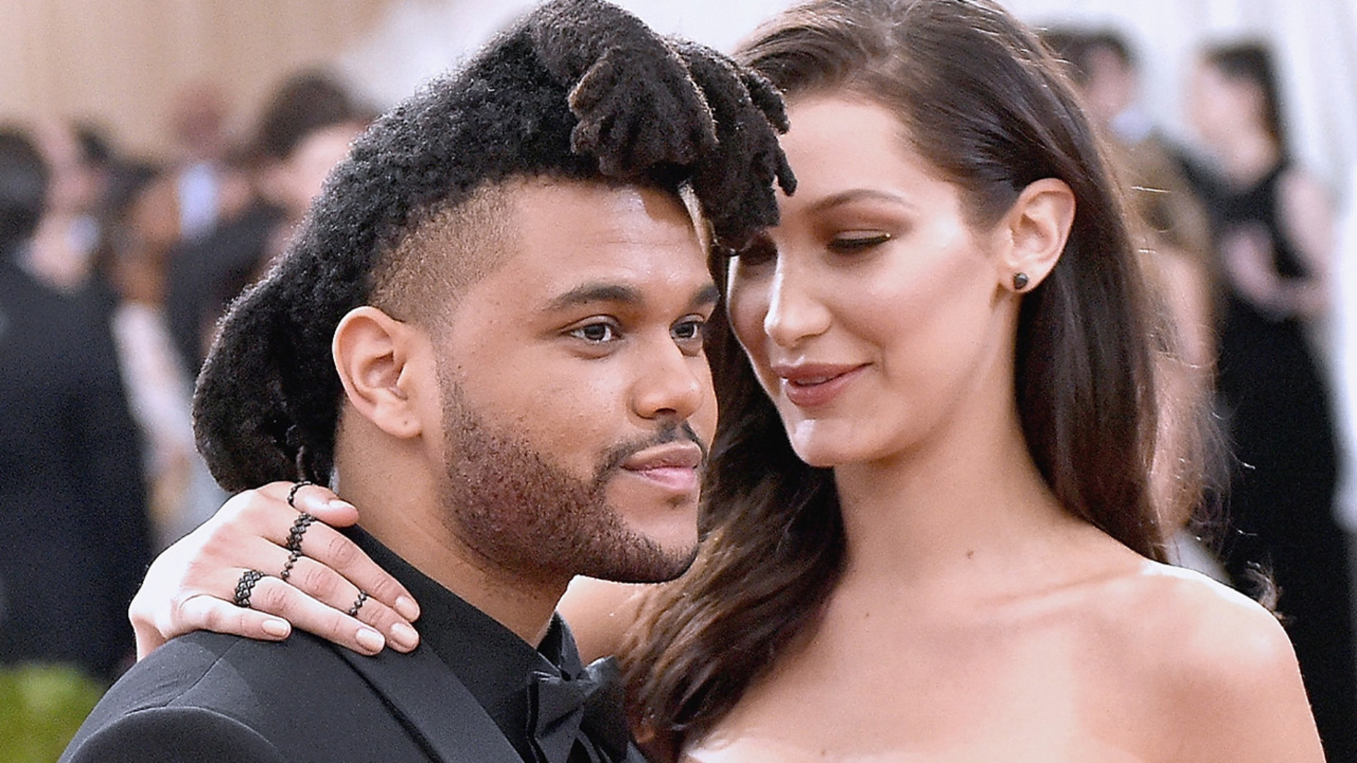 The Weeknd Debuts A Totally New Look On The Red Carpet
