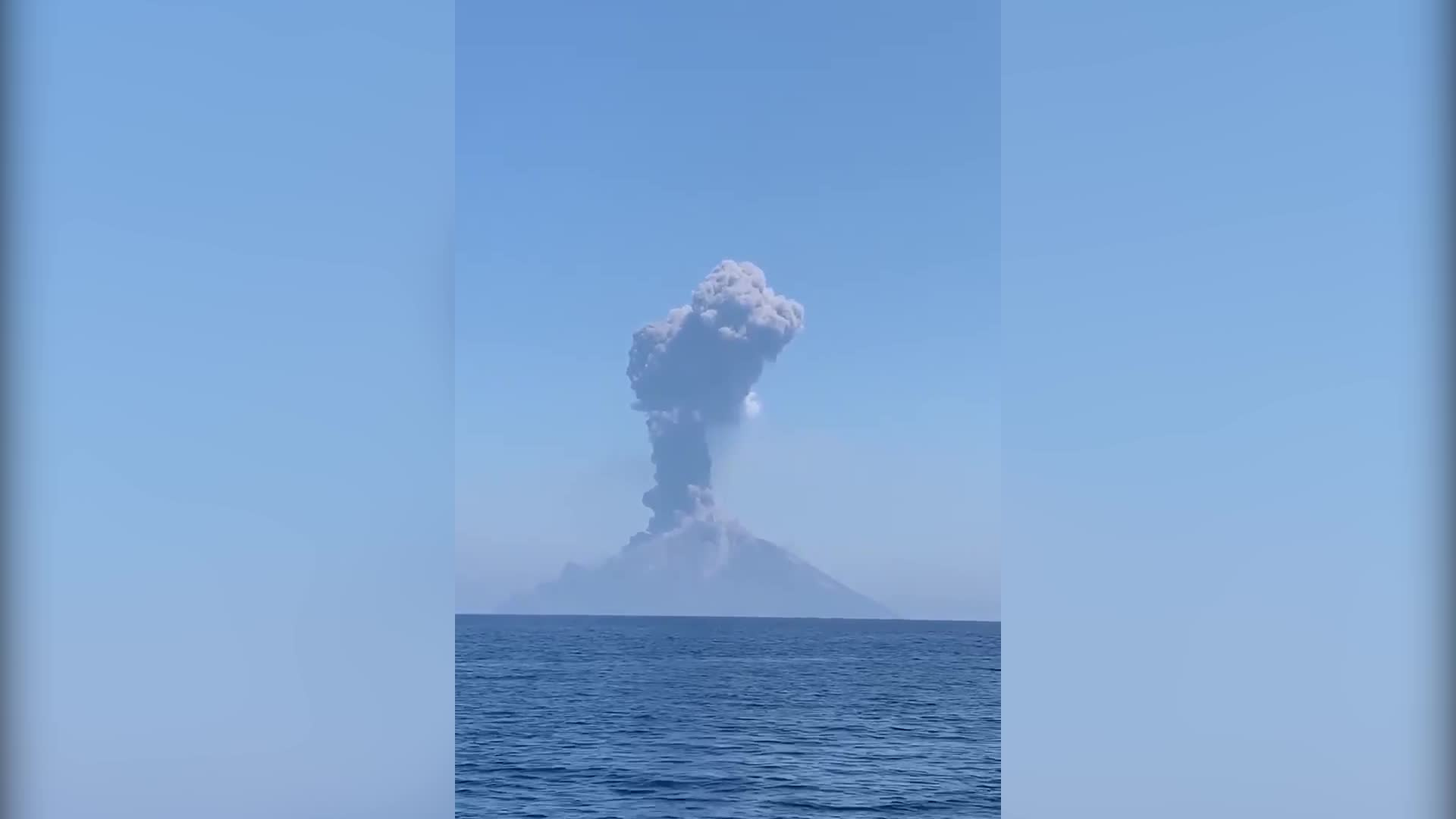 Volcanic Cloud Surges Toward Fleeing Boat After Stromboli Eruption