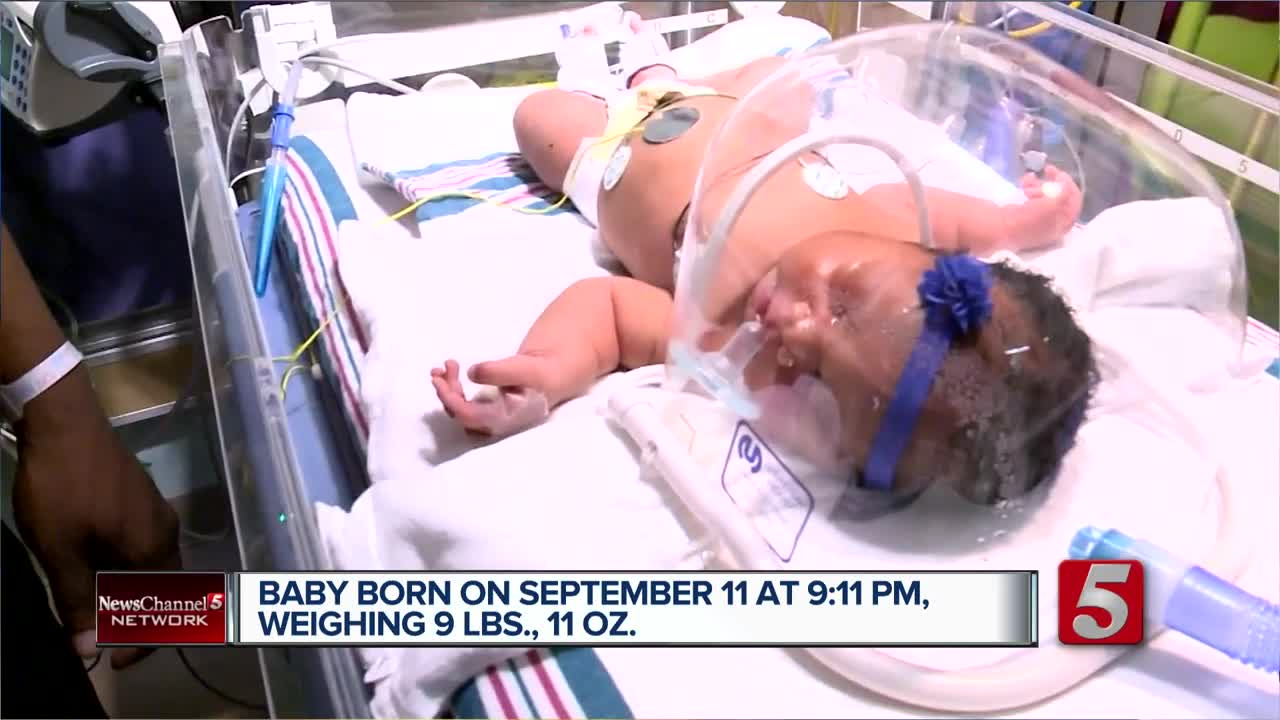 Baby girl stuns with birth weight, date, time: 'Everybody was saying we should go play the lottery'