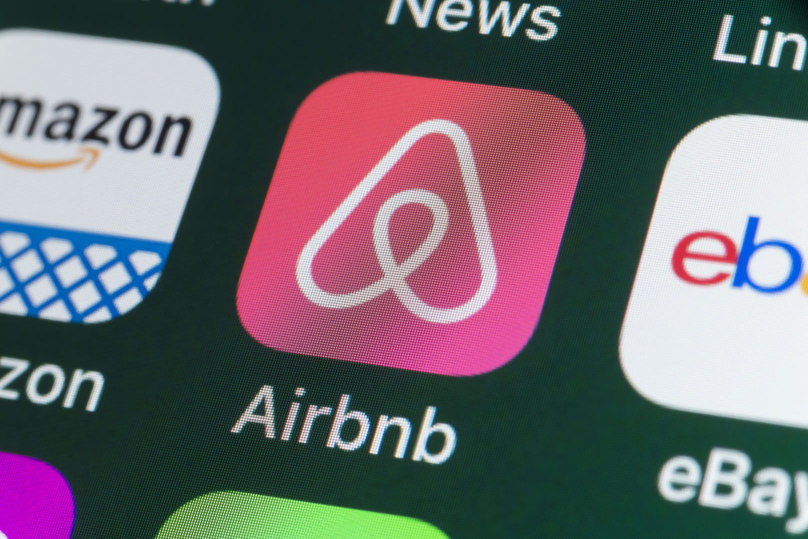 Airbnb's losses reportedly doubled last quarter — and it could spell disaster for the company's attempt to go public