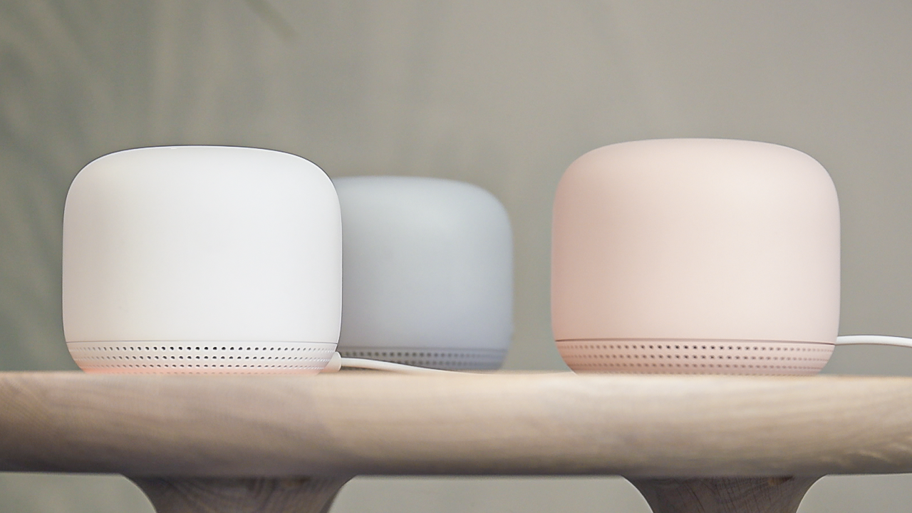 Google Nest Mini hands-on: Software tricks make up for its tiny size